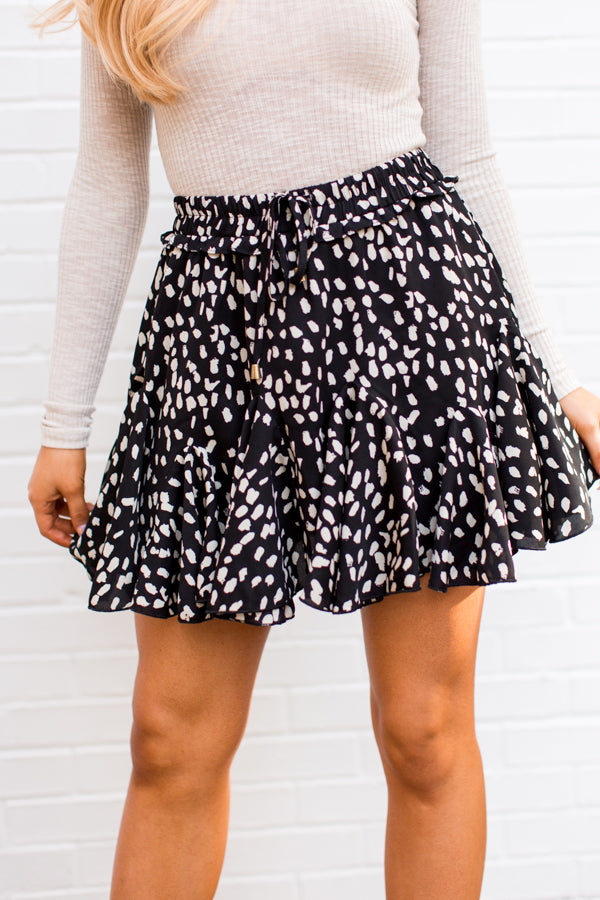 Pleats On Earth Skort - Spotted Black