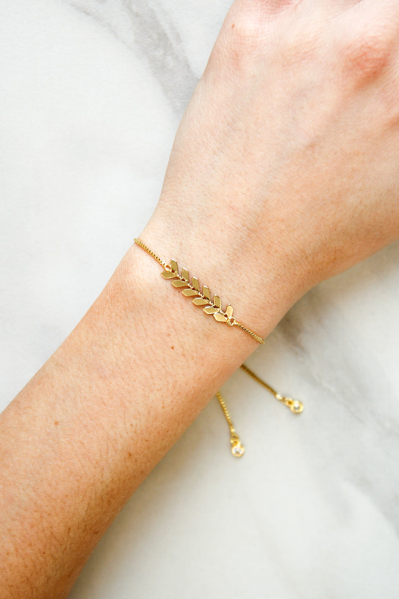 Follow Your Arrow Slider Bracelet - Gold