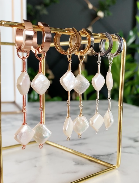 ROMV ROSE GOLD EARRINGS WITH FRESHWATER PEARLS & STAINLESS STEEL HOOPS