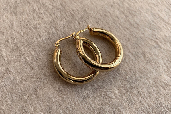 SIGNATURE STAINLESS STEEL GOLD HOOPS 3CM