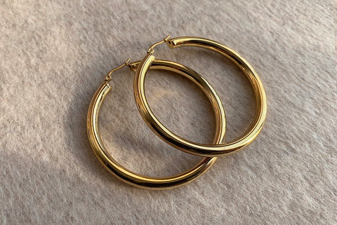 SIGNATURE STAINLESS STEEL GOLD HOOPS 6CM
