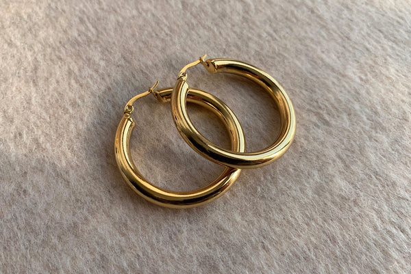 SIGNATURE STAINLESS STEEL GOLD HOOPS 4CM