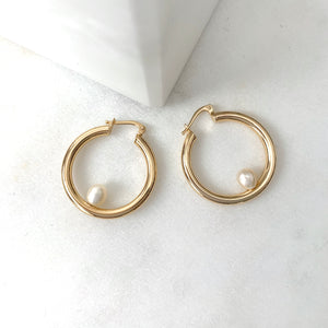 Mini Regina Pearl Hoops