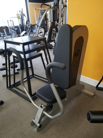 PRE-OWNED Selectorized chest press