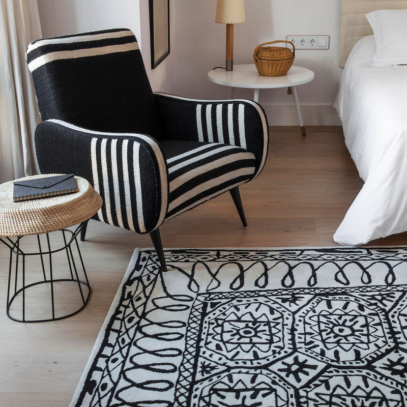 Black on White Rug - Estambul