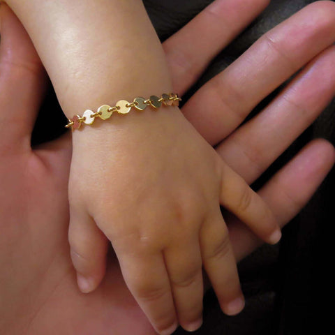 What to gift a baby boy/girl in gold? - Royal Dubai Jewellers