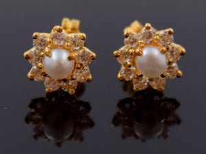 22k 22ct Solid Gold ZIRCONIA NATURAL TINY PEARL IMITATION FLOWER EARRINGS E1269 - Royal Dubai Jewellers