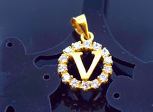 "22k 22ct Solid Gold ROUND ""V"" letter with BOX p467 - Royal Dubai Jewellers"