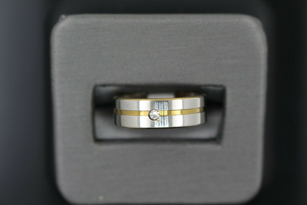 18k Solid Gold Elegant Ladies Modern Shiny Finish with Zirconia Band Ring R9047m