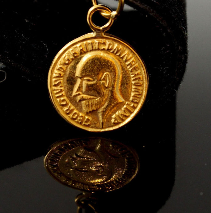 22k Solid Gold King George V Gold Sovereign Coin Dome Bezel pendant p1047 ns | Royal Dubai Jewellers