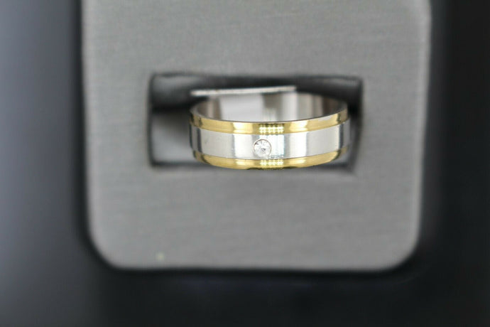 18k Solid Gold Elegant Ladies Modern Zirconia Shiny Finish Band Ring R9245m