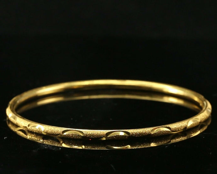 22k Bangle Solid Gold Simple Charm Sand Blasted Cut Design Size 2.5 inch B3055
