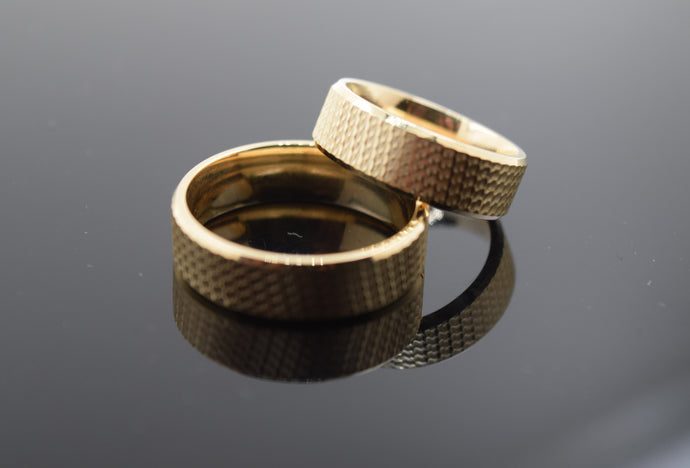 18k Elegant Unisex Band Modern Simple Wave Pattern Design MB22