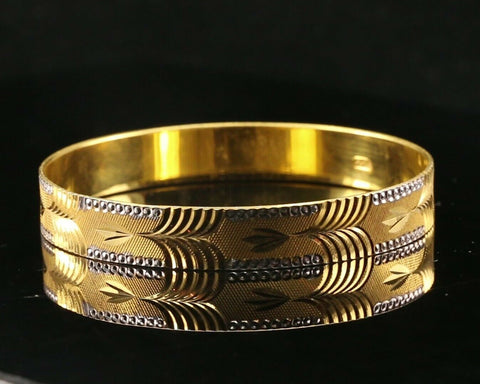 22k Bangle Solid Gold Diamond Cut Geometric Pattern Design Size 2.3 inch B3010