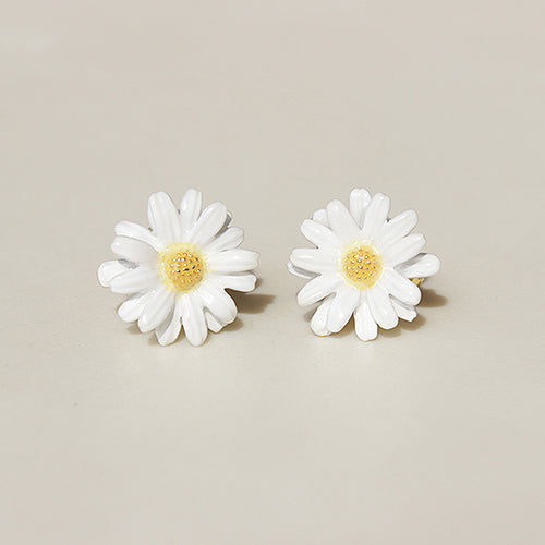 Daisy Earrings | BLOOM