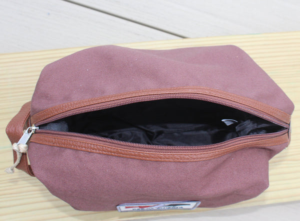 Dopp kit  (toiletry bag)