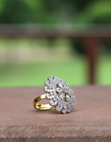 Meena Bazaar: Diamond Studded Ring