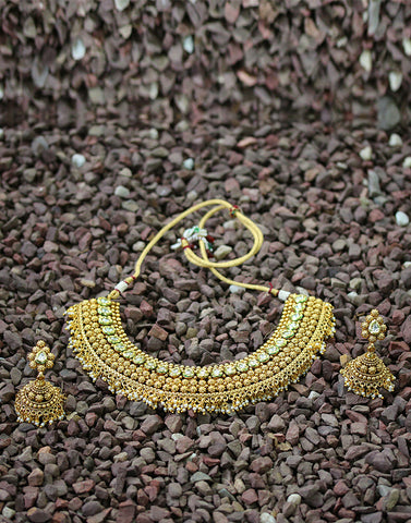 Meena Bazaar: Golden Tone Kundan Encrusted Necklace Set