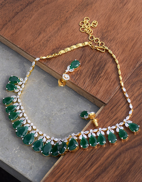 Meena Bazaar: Gemstone neckpiece set with emerald stones