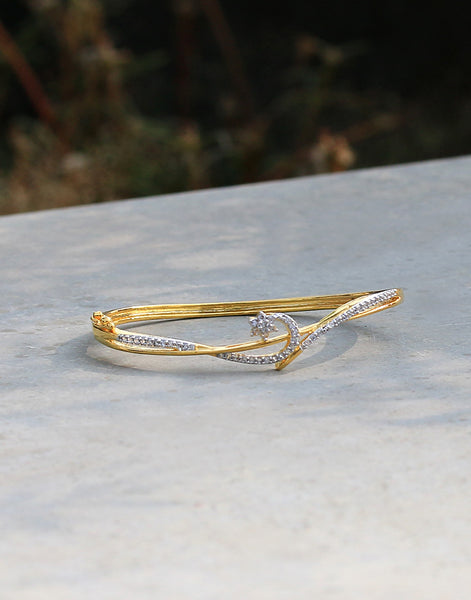 Diamond Studded Bracelet In Gold Finish