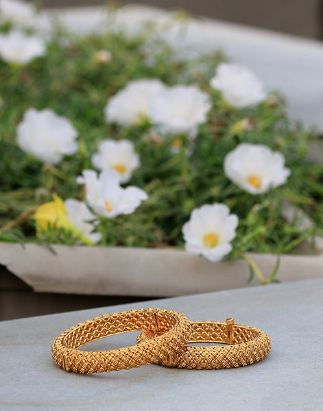 Golden-tone Bangles In Geometrical Cut-Work Pattern