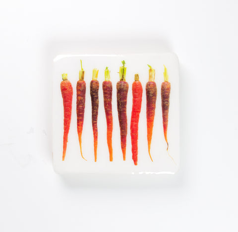 Red mini carrots (20cm x 20cm)