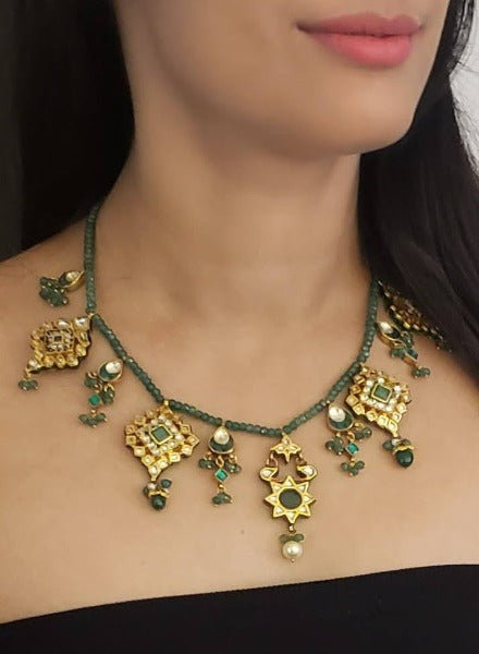 Kundan drop piece necklace on aventurine string