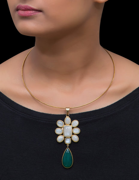 Hasli with moonstone & jade flower pendant