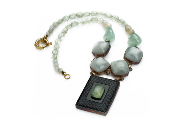 Squared moonstone and green beaded necklace