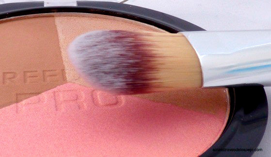 Brocha de maquillaje. Foundation brush