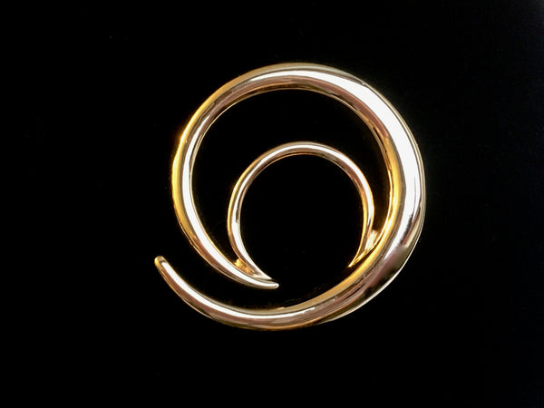 Retro 1980's gold swirl minimal brooch in an almost crescent moon shape at hurdyburdy vintage