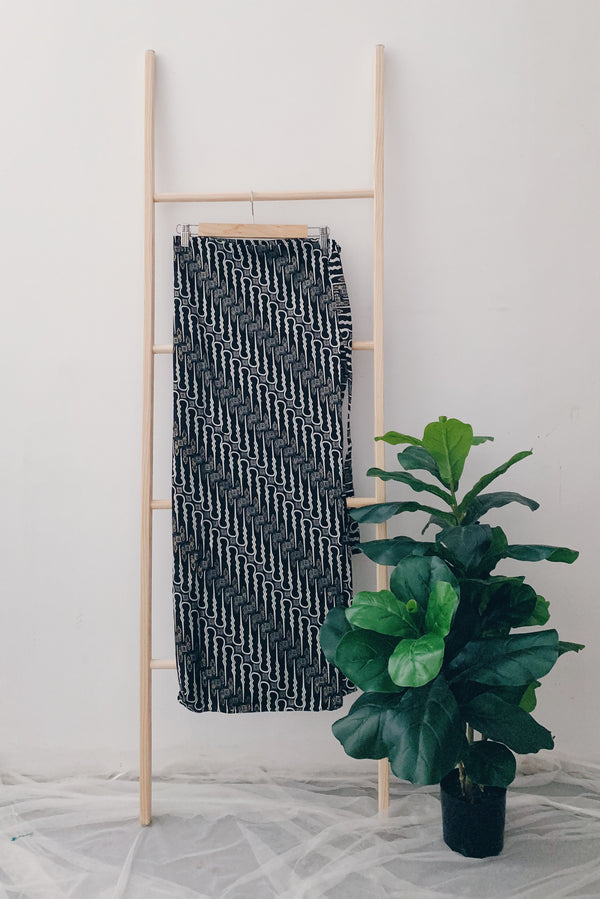 Batik Pario Skirt - Black&White