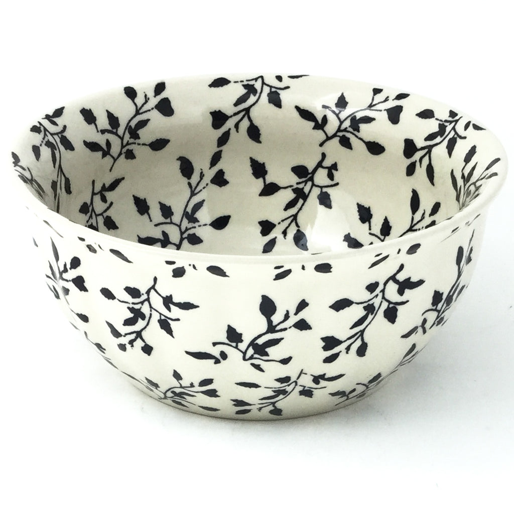 Scalloped Bowl 48 oz in Simply Black