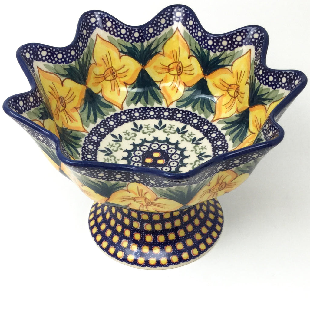 Pedestal Berry Bowl in Daffodils