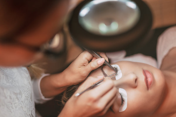 eyelash-extensions-procedure