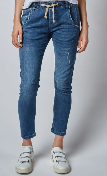Active Classic Mid Rise Jeans