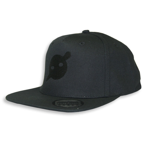 EMBROIDERED LOGO BLACK SNAPBACK - O/S