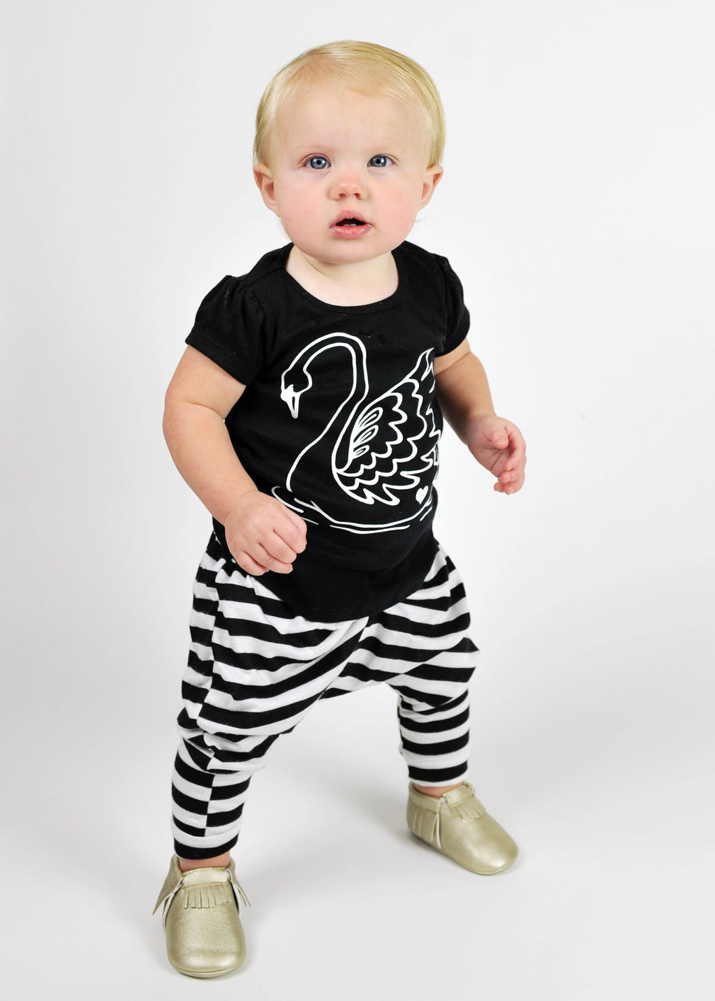 GIRL'S TEE | SWAN | Black Puff Sleeve