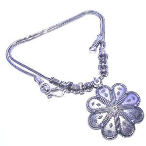 Vintage Style Handmade Flower Necklace - Synonyco.com