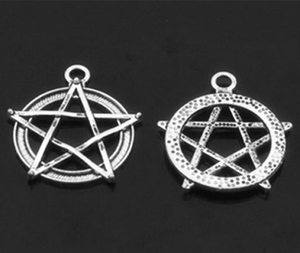 Wiccan Pagan Gothic Star Pendant - Synonyco.com