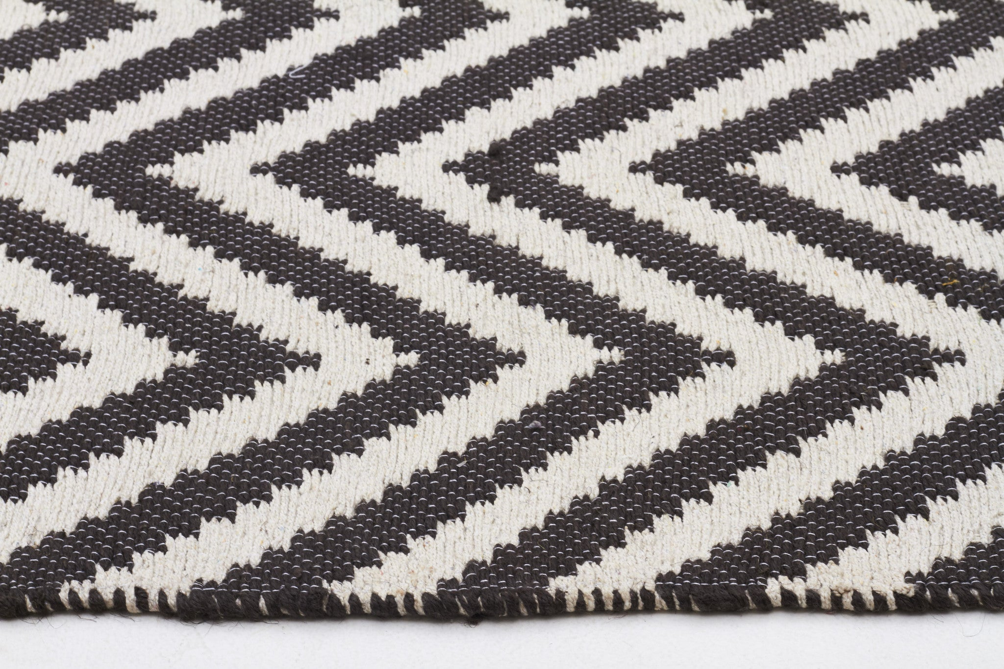 Abode Chevron Rug - Black
