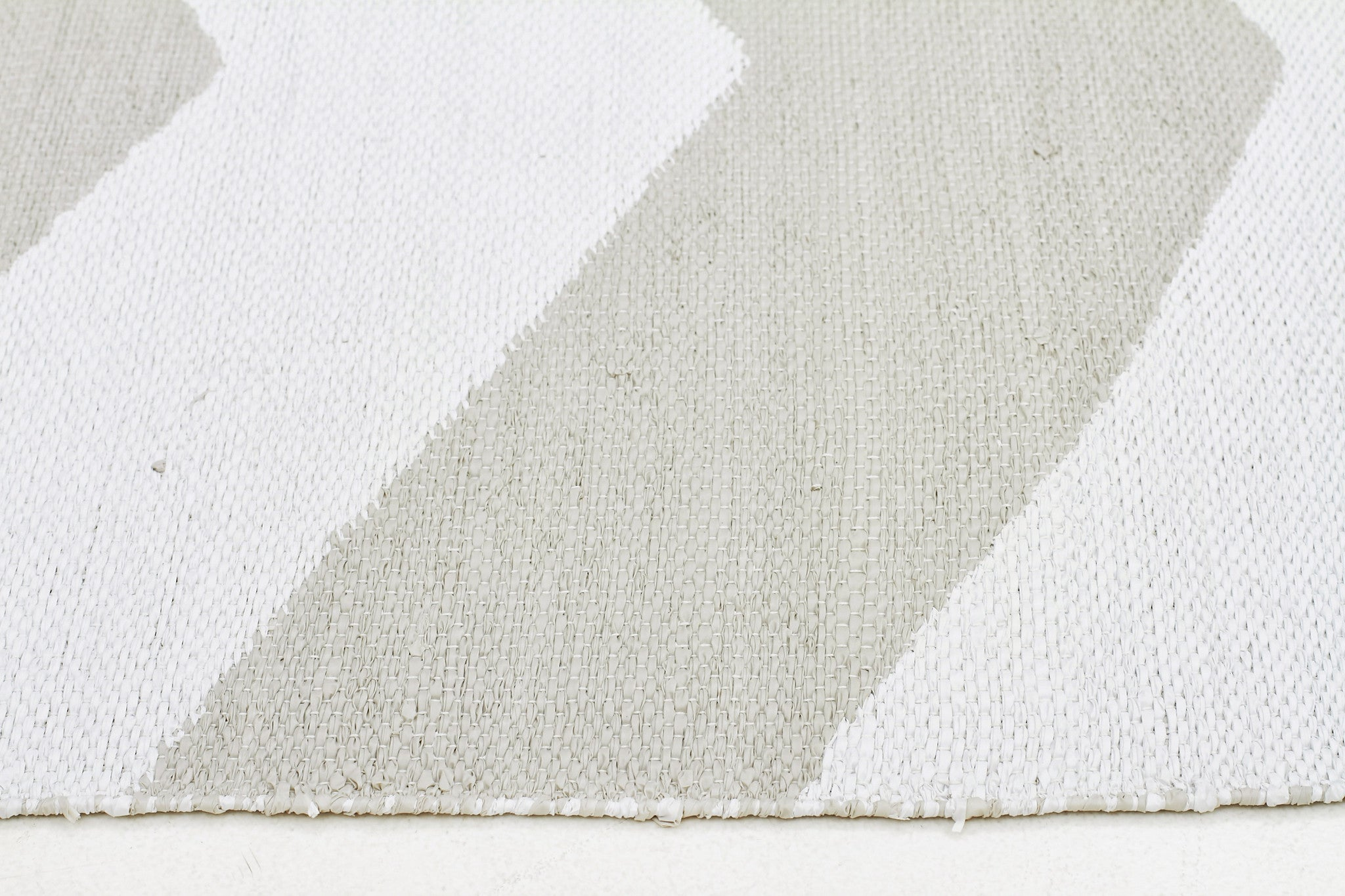 Coastal 1 Indoor Outdoor Rug - Chevron Taupe White