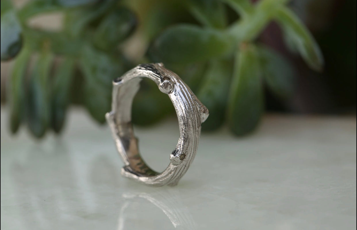 Mens Band - Textured Twig with Diamonds