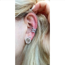 Load image into Gallery viewer, Criss Cross Ear Cuff