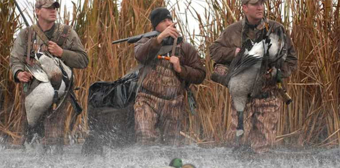 Pros and Cons of Hunting during Rainy Days