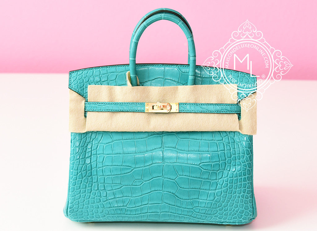 Hermes Blue Paon Crocodile Gold Birkin 25 Handbag - New