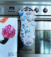 Load image into Gallery viewer, Moana Road Oven Mitt