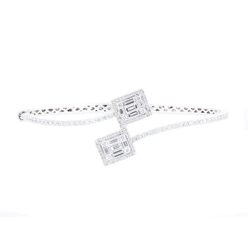 DIAMOND BANGLE WITH TAPERED BAGUETTES AND ROUND DIMAOND
