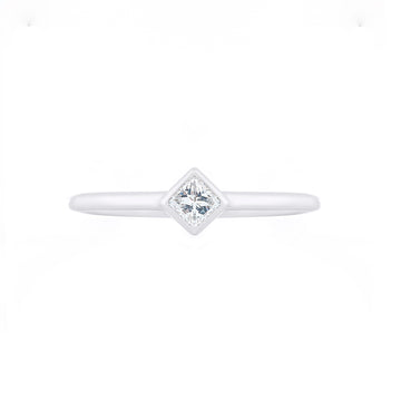 PRINCESS CUT SOLITAIE DIAMOND RING