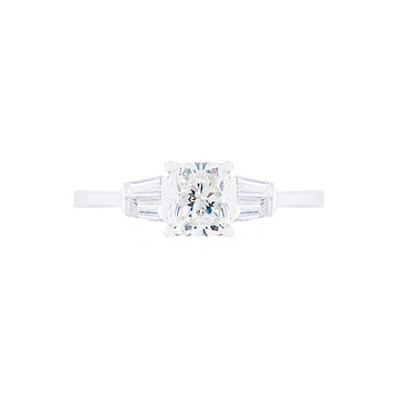 STYLISH DIAMOND ENGAGEMENT RING